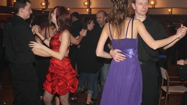 Půjčovny mají díky plesům plno - Klatovský deník 913e1f6573