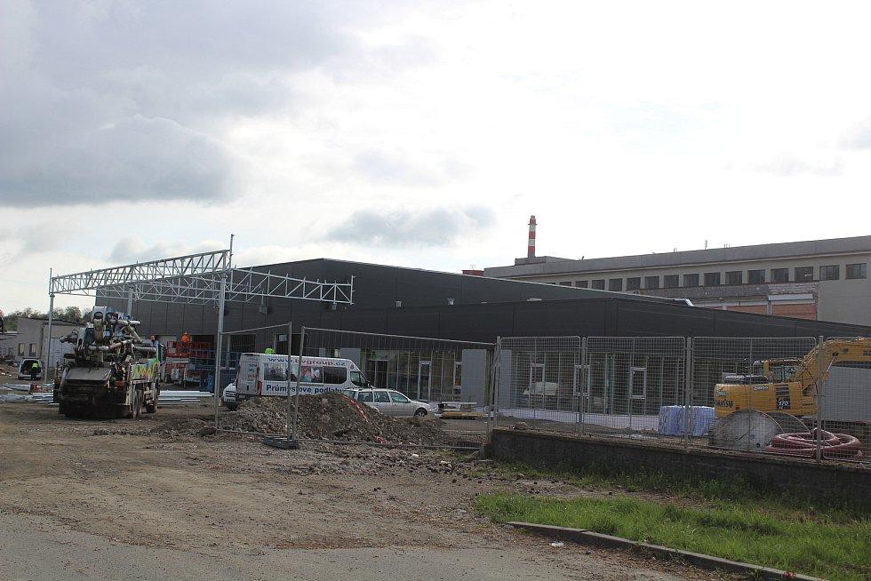 Stavba v bývalém masokombinátu v Klatovech.
