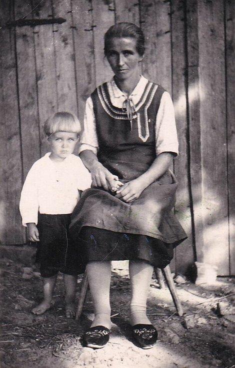 Friedrich Reithmeier se svou matkou.