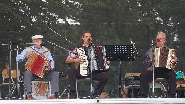 Na klatovské pouti se představili hráči na heligonky z celého regionu.