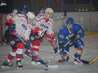 Přestože páteční utkání kvalifikace o postup do ligy juniorů  na ledě v Klatovech nemělo vítěze, spokojenější  po remíze 3:3 byli hosté z Chocně.