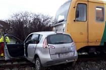 Nehoda vlaku a auta ve Velkých Hydčicích.