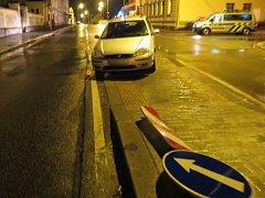 Opilý řidič za tmy najel do ostrůvku (ilustrační foto).