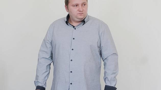 Tomáš Pavlík u klatovského soudu.