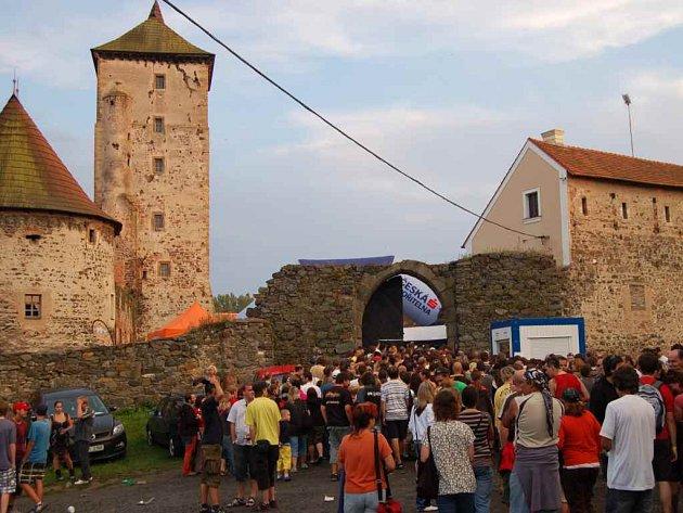 Festival České hrady.cz muselo kvůli anonymu opustit dvakrát skoro pět tisíc návštěvníků