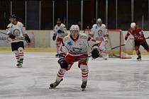 Krajská liga: HC Tachov (bílí) vs. HC Klatovy B 2:6. Foto: Luděk Eidelpes