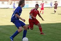 Divizní Klatovy (vpravo Zbyněk Toman) remizovaly v sobotu v přípravném utkání s Nýřany 1:1.