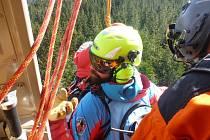 Úterní cvičení Horské služby a leteckých záchranářů na Šumavě
