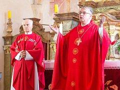 Poutní slavnost zaplnila kostel v Albrechticích.
