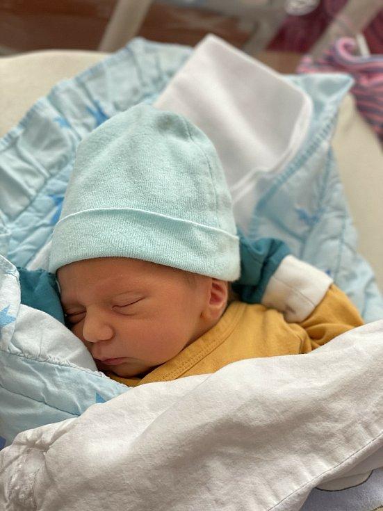Antonín Liška (3040 g, 50 cm) se narodil 19. května 2021 v 0:27 ve Fakultní nemocnici v Plzni. Rodiče Mirka a Pavel z Plzně si nechali pohlaví svého miminka jako překvapení.