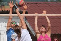 Na kurtech ve Svrčovci, v Dolanech a v Tajanově se hrál volejbalový turnaj O pohár splavu.