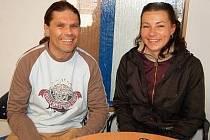 Teď už se mohou Simon Zýka a jeho přítelkyně Radka smát, i když vyhráno ještě nemají.