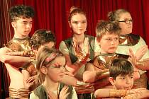 Oslavy 70. výročí založení školy v Chanovicích zahájilo cirkusové představení chanovických školáků.
