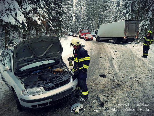 Dopravní nehoda u Hojsovy Stráže.