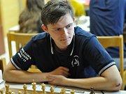 Šachisté Šachklubu Sokol Klatovy vyhráli mládežnickou extraligu. Na fotografii je Martin Simet.