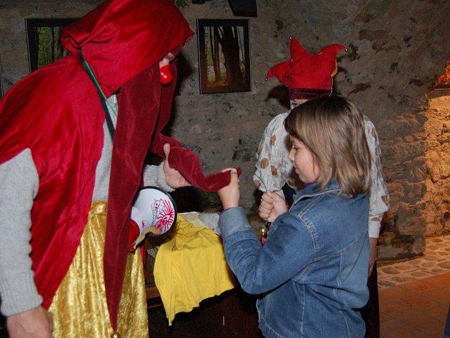 V šaškovském stylu se nesl sobotní 8. ročník oblíbené Rabijády na hradě Rabí. Děti, které na akci s rodiči přijely, musely nejen plnit řadu úkolů, ale vyrovnat se i s nepříznivým počasím