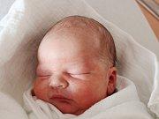 Jakub Adamka z Blížejova (3450 g, 50 cm) se narodil v klatovské porodnici 16. března ve 14.43 hodin. Z narození syna mají radost rodiče Věra a Tomáš. Na brášku doma čeká Anička (12).