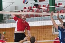 Krajský přebor mužů: SK Volejbal Klatovy (červené dresy) - TJ Sokol Mirošov 3:0 a 3:2
