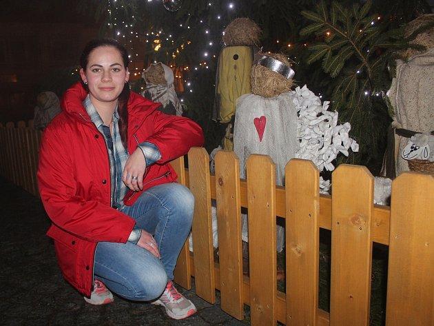 Eliška Gaja Fuxová, kterou se rodiče neúspěšně snažili pojmenovat Půlnoční bouře. Dnes žije vdětském domově.