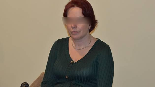 Jitka K., obžalovaná z vydírání, křivého obvinění a podvodu, u klatovského soudu.