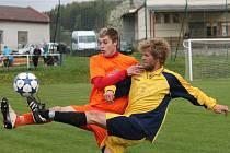 Okresní přebor mužů: Běšiny (v oranžovém) - Hradešice 0:0.