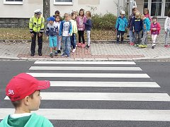 Děti se učily přecházet.