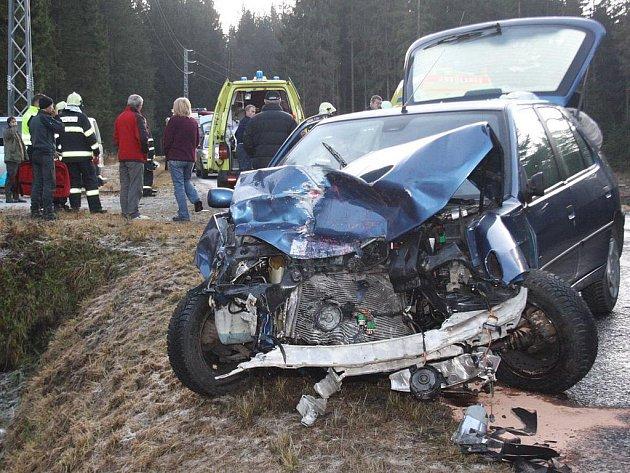 Čelní srážka u Nové Hůrky si vyžádala sedm zraněných