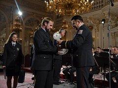 Jiřímu Francovi předal cenu policejní prezident Tomáš Tuhý.