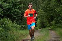 Klatovský atlet Jiří Procházka (na archivním snímku) v prvním závodě virtuálního seriálu skončil první. Krátký, ale náročný výběh na vrchol Hůrky zvládl v čase 4:40 minuty.