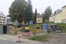 Začátek výstavby náměstí v Železné Rudě.