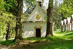 Roku 1748 nechal hrabě Desfours asi sto kroků od hrobu Vodolenky postavit kapli k poctě Panny Marie Pomocné.