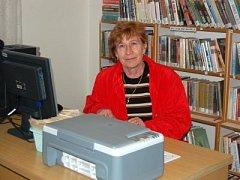 Zdeňka Holá pracuje nejen na vedení bolešinské kroniky, ale najdeme ji také v místní knihovně.