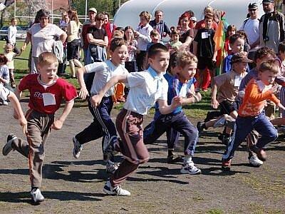 Kolem sto padesáti běžců nejrůznějších věkových kategorií si dalo včera dostaveníčko v Mochtíně, kde se konal už 36. ročník Mochtínského přespolního běhu.