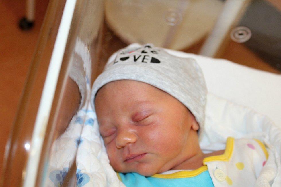 Daniel Urban zPlzně se narodil vklatovské porodnici 31. července v16:32 hodin (3800 g, 53 cm). Na malého brášku se doma těší dvouletá Nikolka. Rodiče Marcela a Jiří věděli dopředu, že jejich druhorozeným miminkem bude chlapeček.