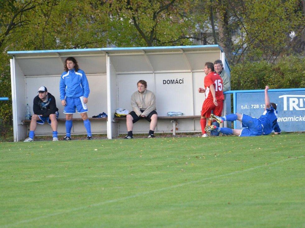1. B třída: Strážov (v modrém) - Měčín 0:0.