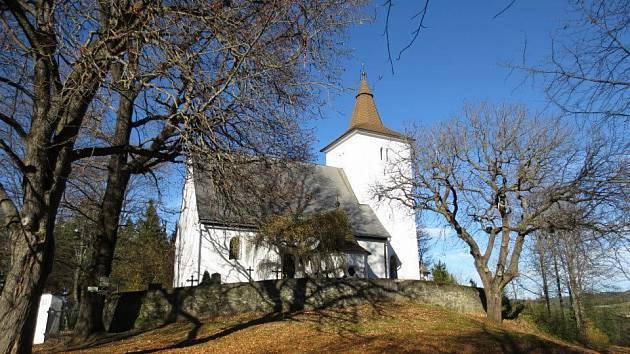 Kostel s kostnicí se nachází na vršku nad řekou Otavou u obce Annín, která je proslavena svou dodnes fungující sklárnou.
