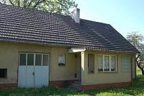 Dům, ve kterém stopařka bydlí.