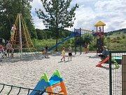 Nové dětské hřiště v Chlistově.