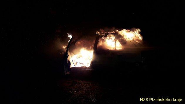 Požár osobního automobilu vSušici.