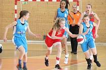 Basketbalový Easter cup v Klatovech. Na snímku zápas dívek U15 Klatovy (červené) vs. Memmingen.