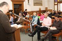 Velkopáteční čtení Bible 2015 na klatovské radnici