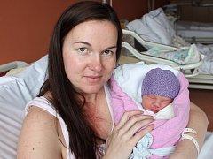 Eliška Janečková ze Skočic (2820 g, 48 cm) se narodila v klatovské porodnici 31. března v 10.15 hodin. Rodiče Věra a Lukáš si pohlaví miminka nechali jako překvapení až na porodní sál, kde holčičku na svět přivítali společně. Ze sestřičky má radost Terezk