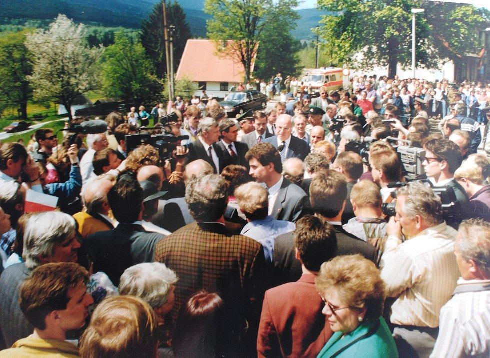 Otevření nádraží v Alžbětíně před 30 lety. Foto: archiv Aloise Janďury