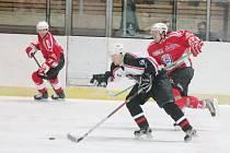 Krajská liga mužů: HC Klatovy B (v červeném) - HC Chotíkov 9:5.