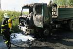 Požár nákladního automobilu nedaleko Nýrska.