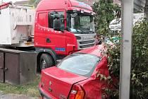 Dopravní nehoda kamionu a osobního auta v Klatovech