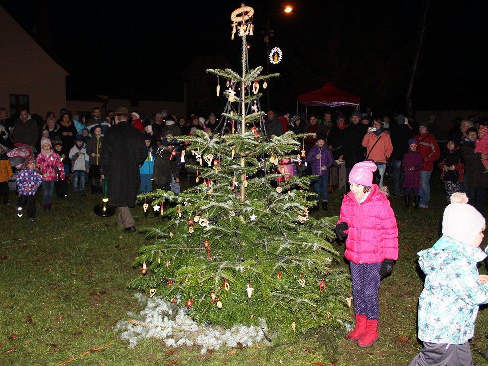 Slavnostní rozsvícení vánočního stromu v Chudenicích.