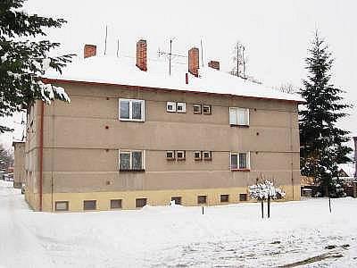 Dům v klatovské Plánické ulici, kde byla mrtvá žena nalezena ve vaně.