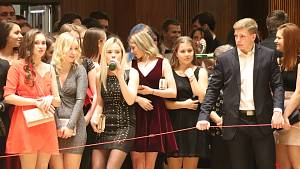 Maturitní ples si klatovští gymnazisté užili