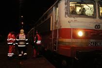 Nehoda vlaku a uvízlý autobus u Červeného Poříčí 2016
